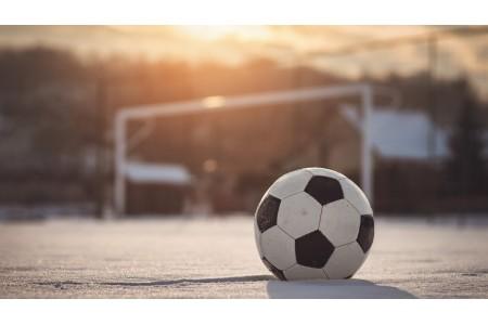 Топ-5 зимних вещей для футбола