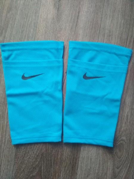Фиксатор для футбольных щитков Nike голубой