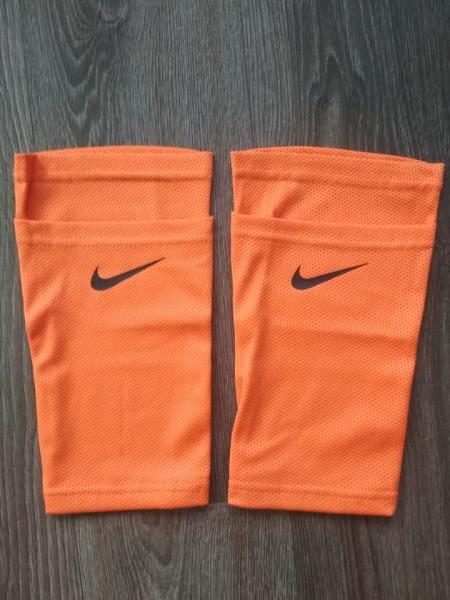 Фиксатор для футбольных щитков Nike оранжевый