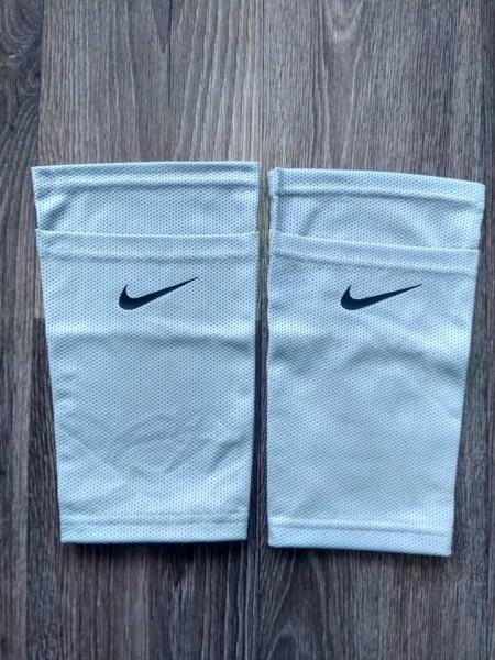 Фиксатор для футбольных щитков Nike серый